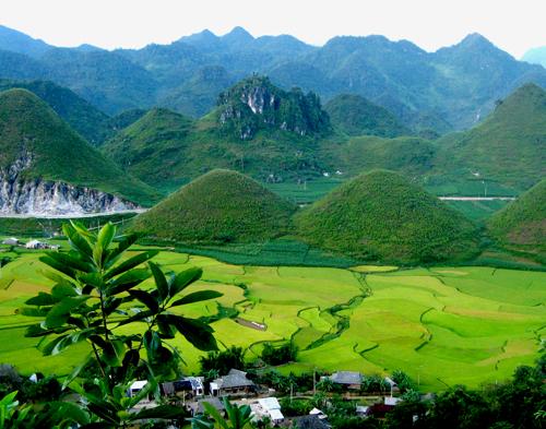 Núi Đôi Quảng Bạ