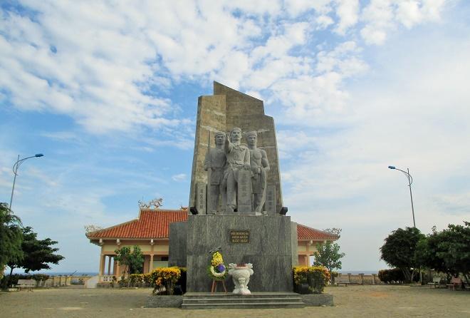 Đài tưởng niệm Hải đội Hoàng Sa
